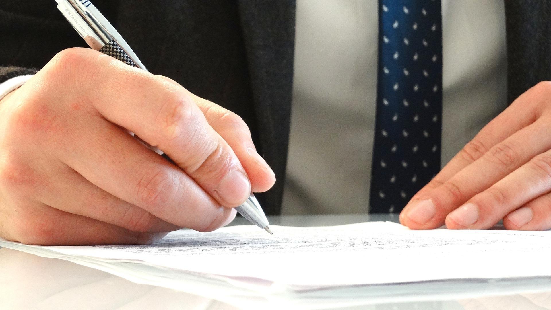 Umowa o dożywocie. Na czym polega? Jak ją podpisać?